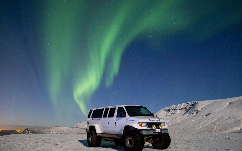 Icelandic Super Jeep in  Northern Lights